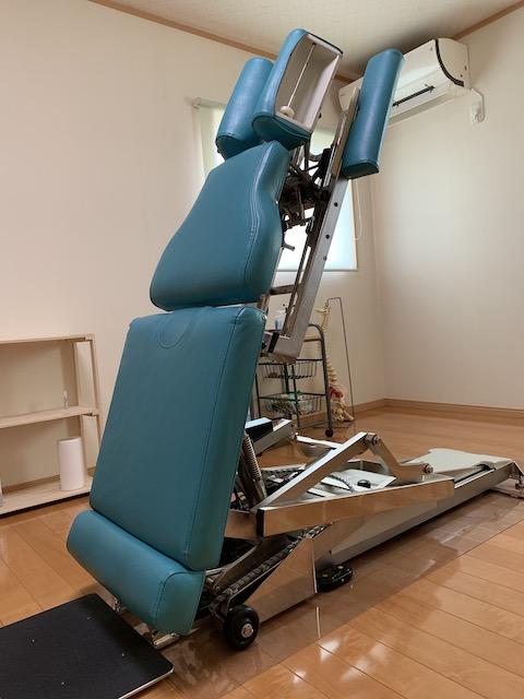 昇降機能が付いているので、高齢者の方や、痛みが強い方も 楽に治療を受ける事が出来ます。